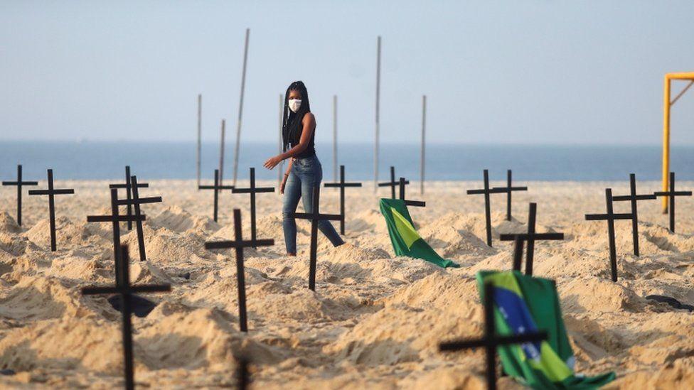 """A Rio de Paz member helps create the """"monument"""" on Copacabana"""