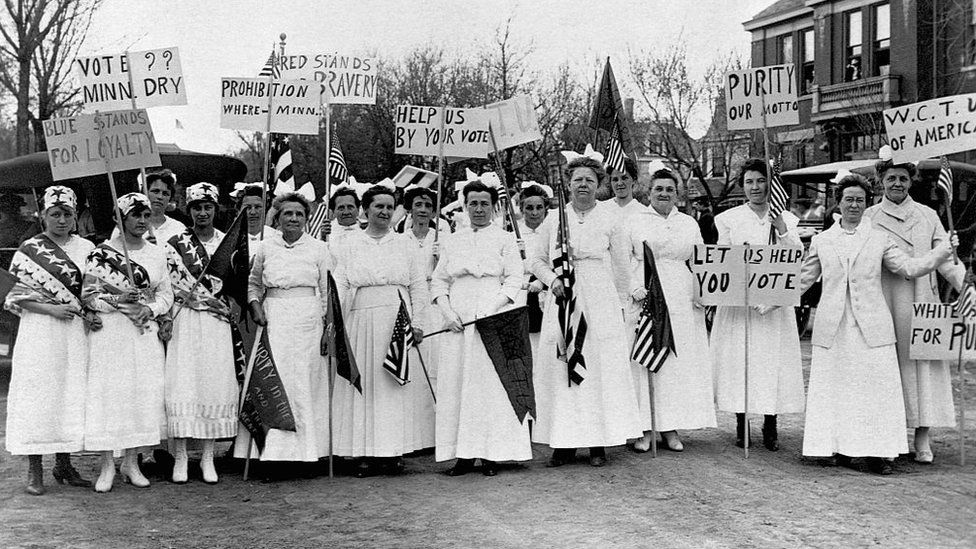 Minnesota women campaign for prohibition in their state 1917