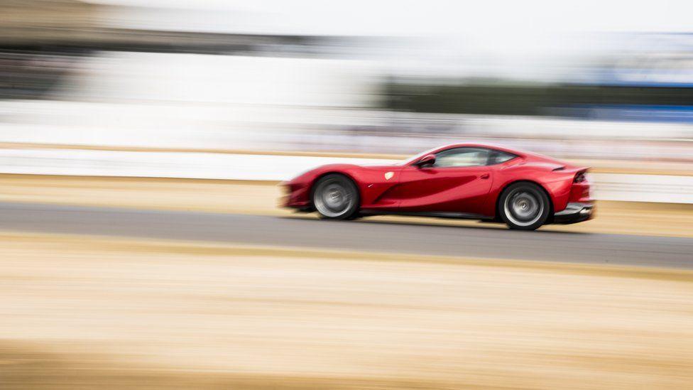 Зарядка для ума: кто быстрее в автогонке?