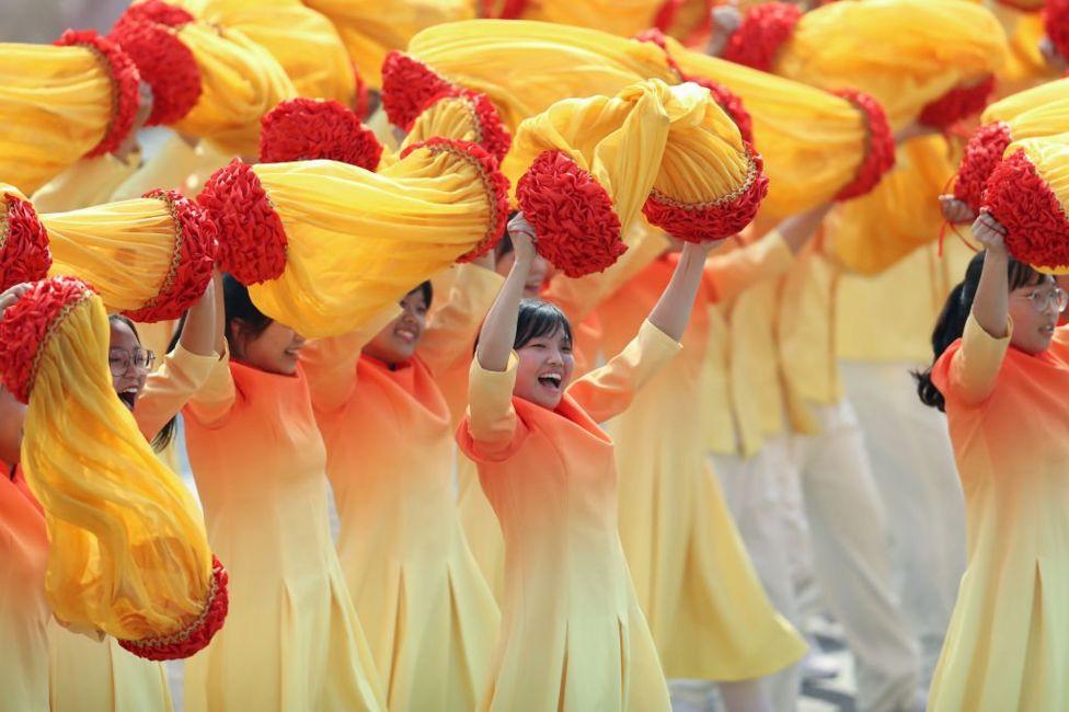 Дівчата на параді в честь 70-ліття КНР
