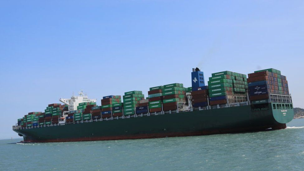 Climate change: Shipping industry calls for new global carbon tax thumbnail