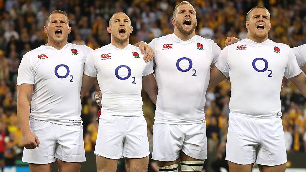 England rugby players lining up to sing anthem