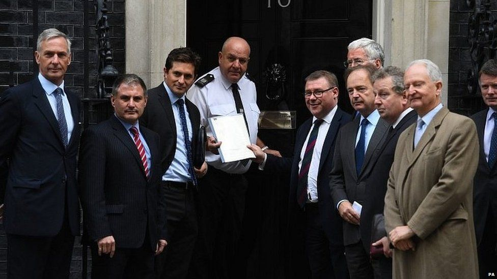 A group of former ministers hand in a petition to Downing Street