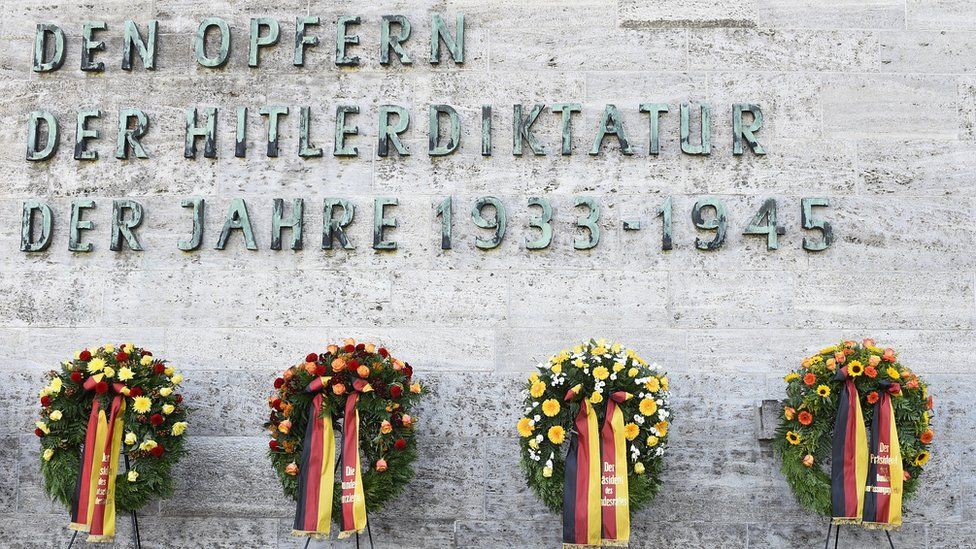 Wreaths are placed during a commemoration ceremony at the Plötzensee memorial site in Berlin in 2015