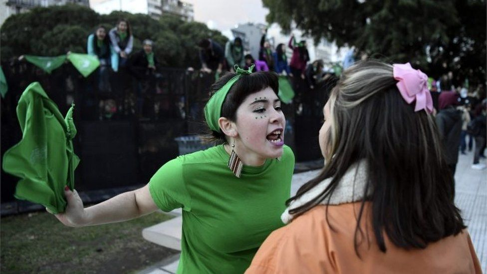 A pro-choice activist (L) argues with a woman opposed to the legalisation of abortion outside the Argentine Congress in Buenos Aires, on 13 June 2018.