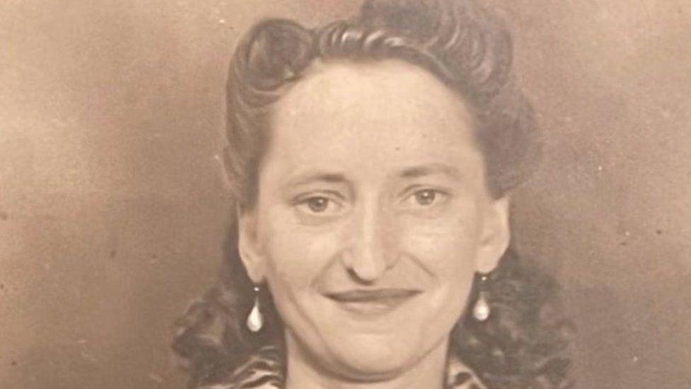 Doris Hobday as a young woman