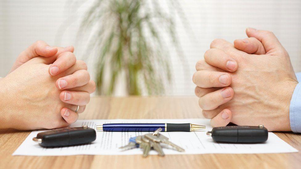 Hands and keys over divorce settlement