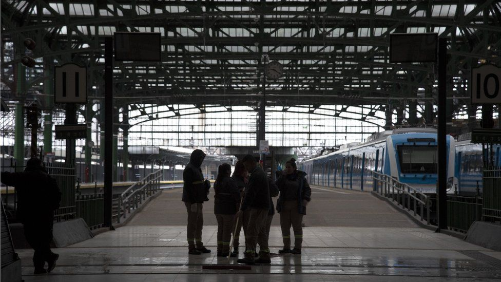 General view of Constitucion railway station during the massive energy blackout in Argentina on June 16, 2019