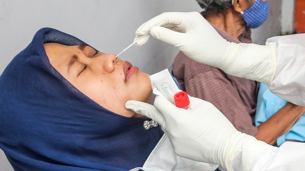 Covid: Reused nose swab scam busted in Indonesia airport thumbnail