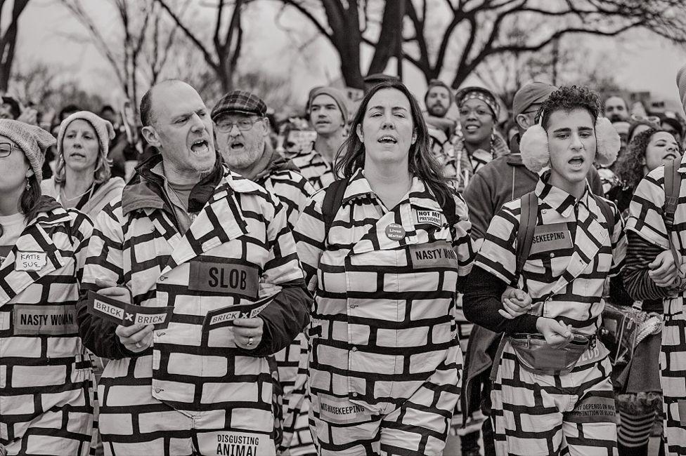 """""""The wall / El muro"""", Washington D.C., 2017. [Manifestaciones a propósito de la toma de posesión de Donald Trump]."""