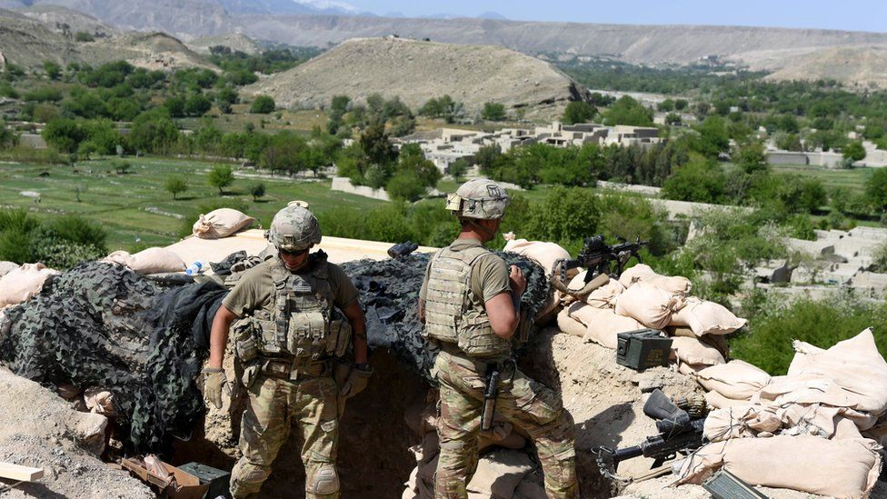 US soldiers take position during an operation against Islamic State (IS) militants in Khot district of Nangarhar province, Afghanistan, 11 April 2017