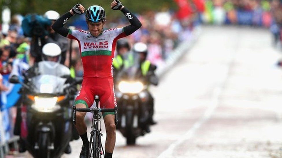 Geraint Thomas winning gold at the Glasgow Commonwealth Games