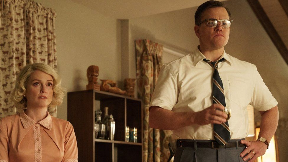 Matt Damon and Julianne Moore in Suburbicon