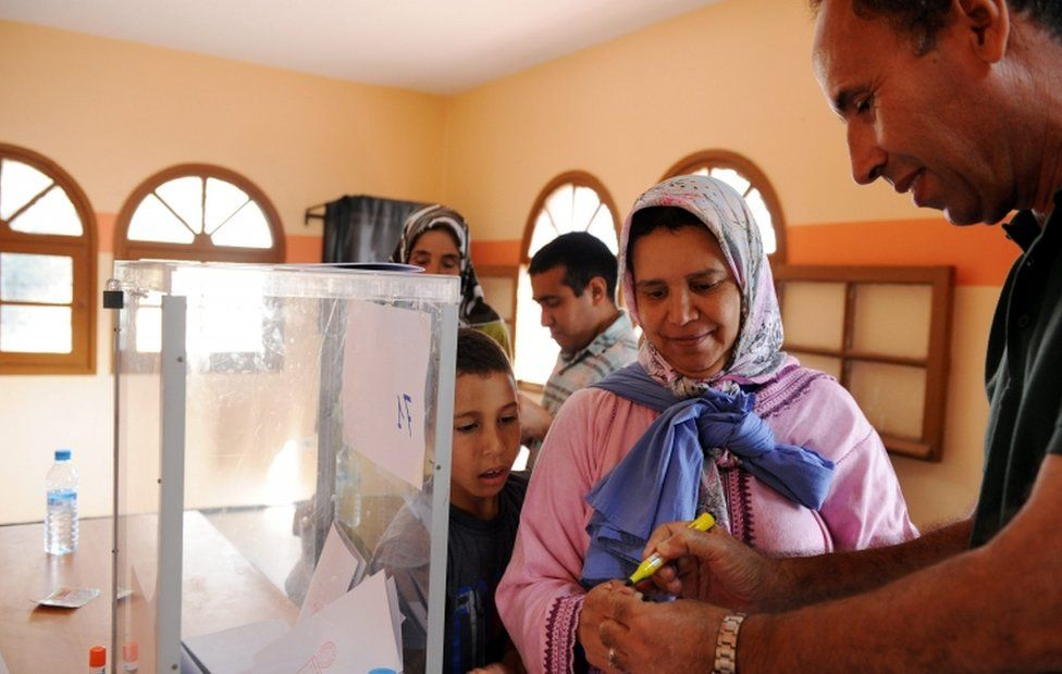 Voter and election official at polling station in Rabat, 7 October 2016