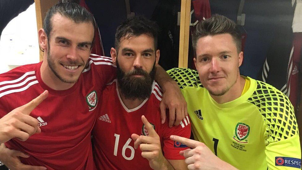 Gareth Bale Tweets: WAAAAAAAALESS 🐲🐲🐲🐲