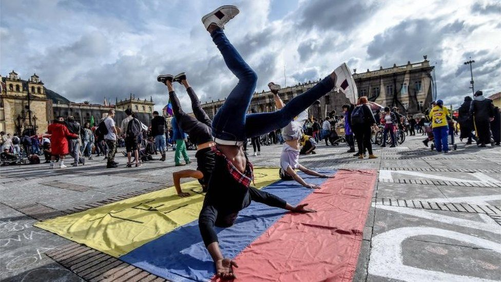 Youngsters dance during a protest against the government of Colombian President Ivan Duque during a national strike in Bogota on November 27, 2019