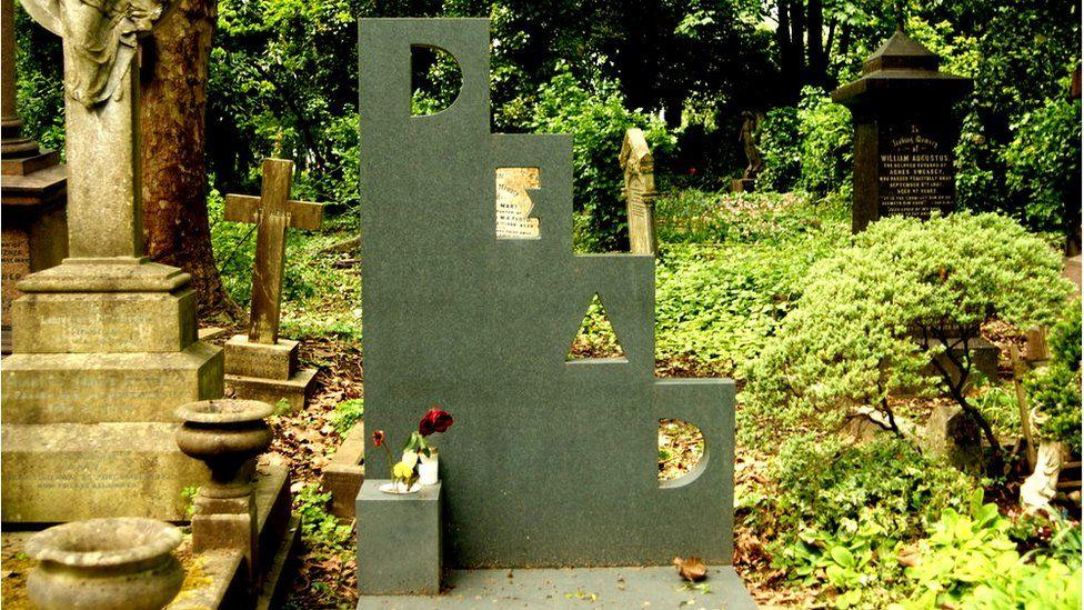 Patrick Caulfield's 'dead' headstone