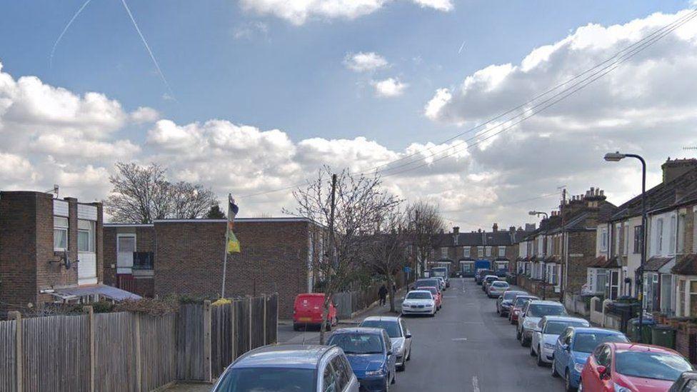 Plumstead car park shooting leaves man dead