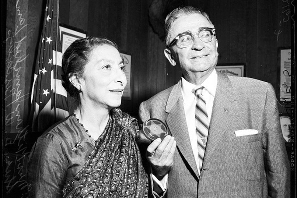 Former Sheriff of Bombay, India, 03 July 1957. Mrs Mithan Jamshed Lam (former sheriff of Bombay);Sheriff Eugene Biscailuz
