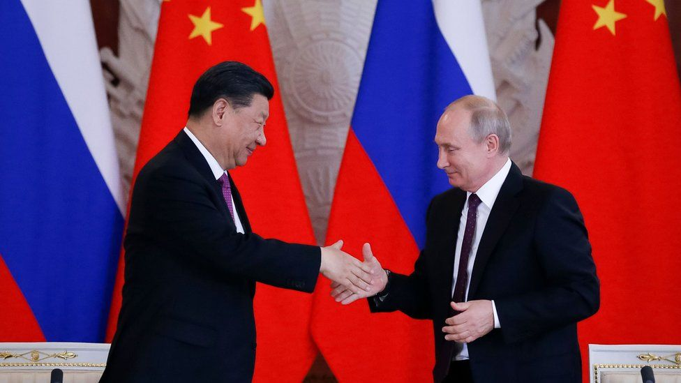 Xi Jinping and Vladimir Putin shaking hands
