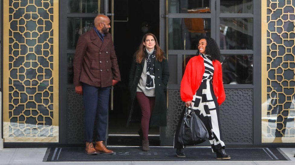 Anna Chlumsky and Alexis Floyd on the set of Inventing Anna