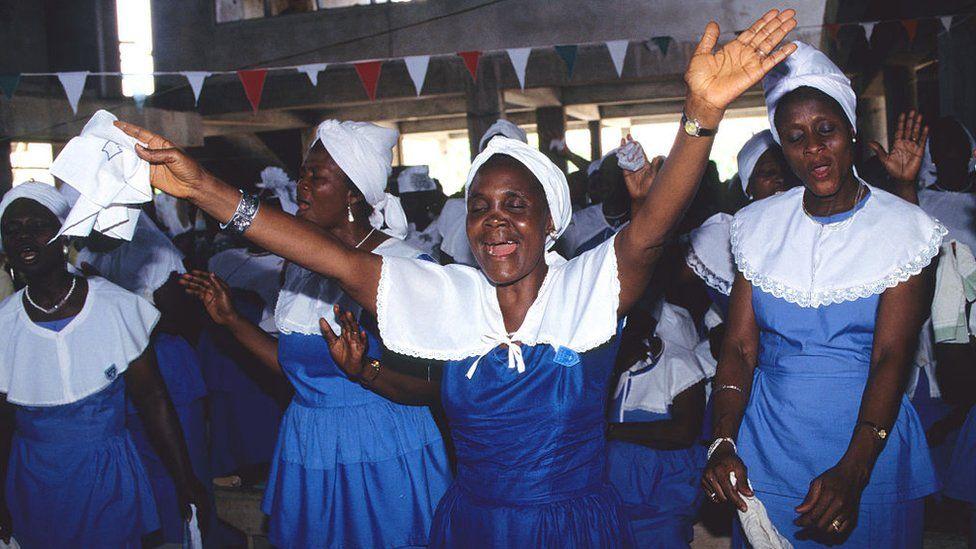 Ghanaian Isaac Owusu-Bempah's church stormed over prophecy - BBC News