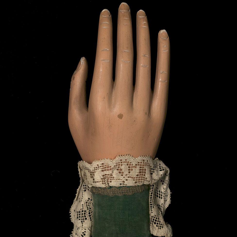 Magic trick hand