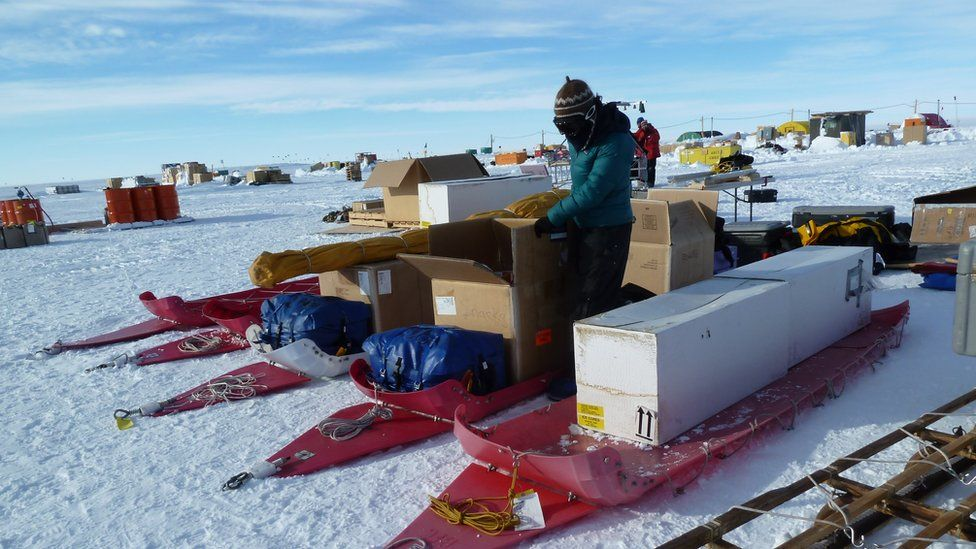 Packing boxes onto sleds