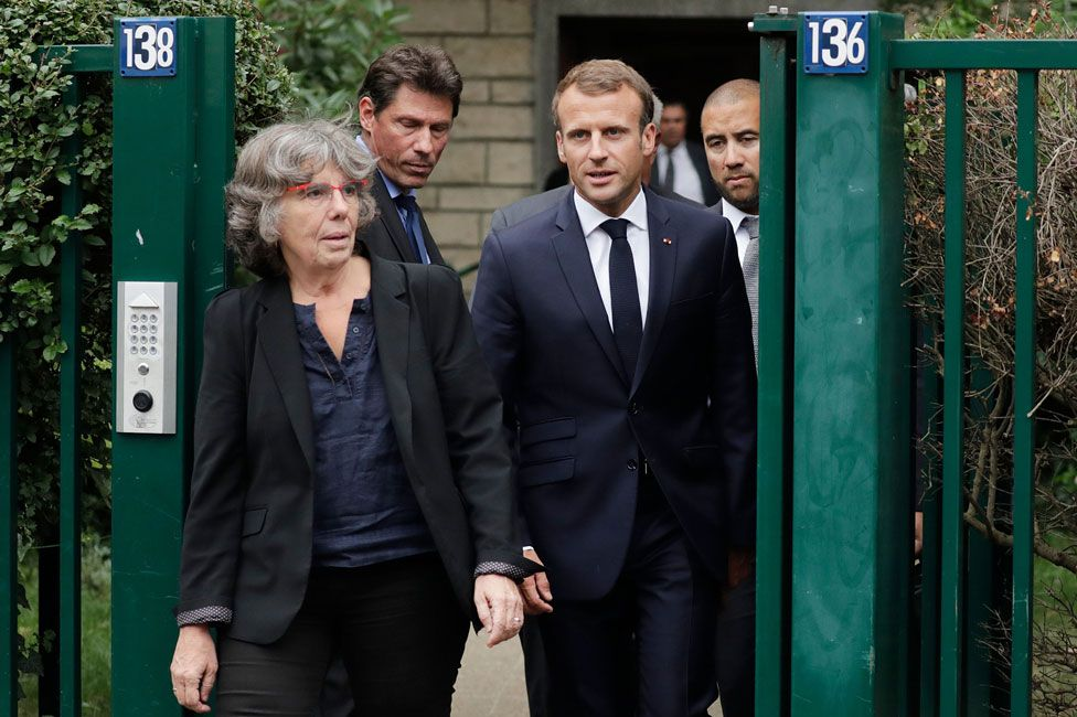 Emmanuel Macron with Michèle Audin, visiting Josette Audin in 2018
