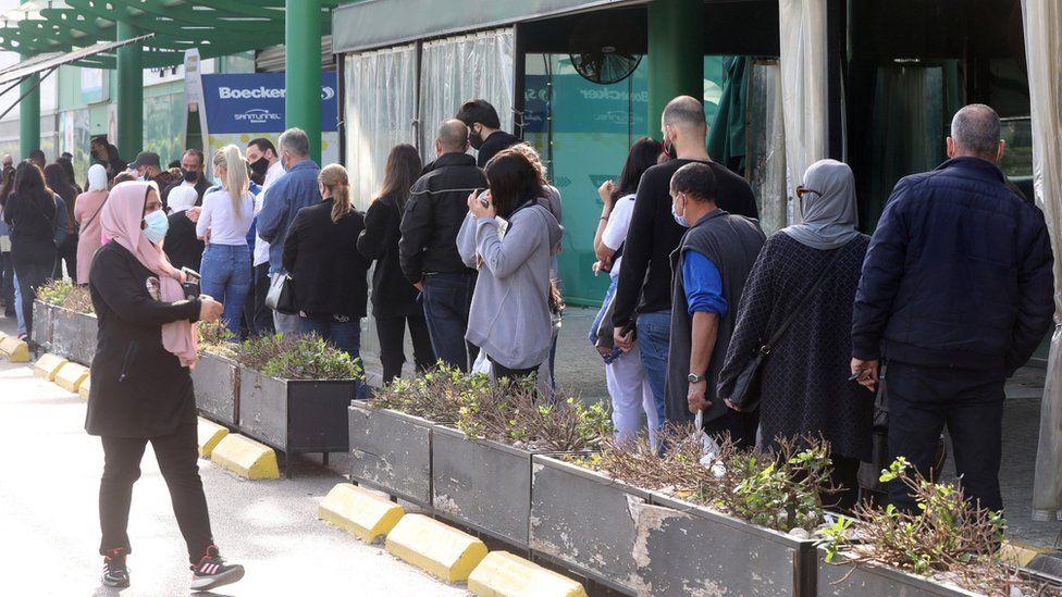 People queue to enter a supermarket amid the coronavirus disease (COVID-19) outbreak in Beirut, Lebanon (11 January 2021)