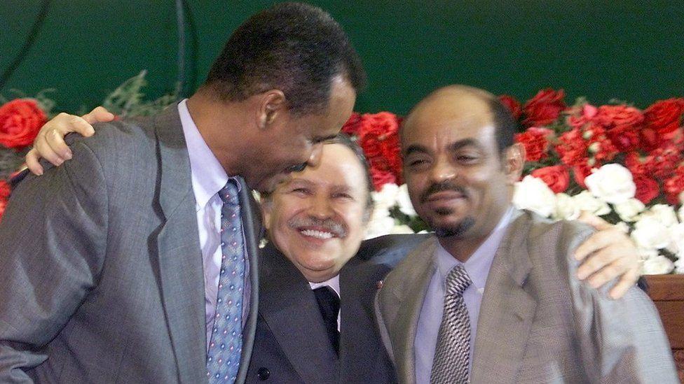 Algerian President Abdelaziz Bouteflika hugs Eritrean President Issaias Afeworki (L) and Ethiopian prime minister Meles Zenawi 12 December 2000