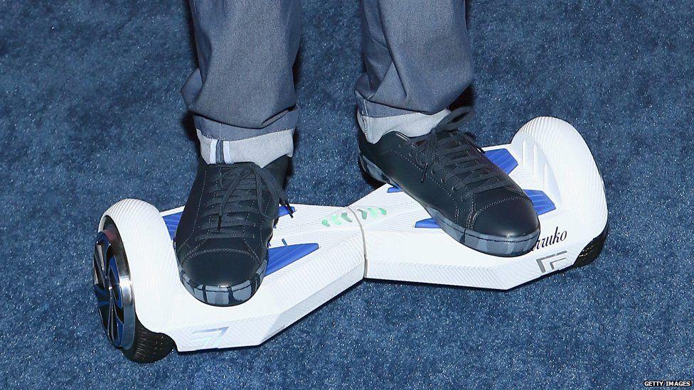 Farruko arrived at Telemundo's Premios Tu Mundo Awards on a hoverboard