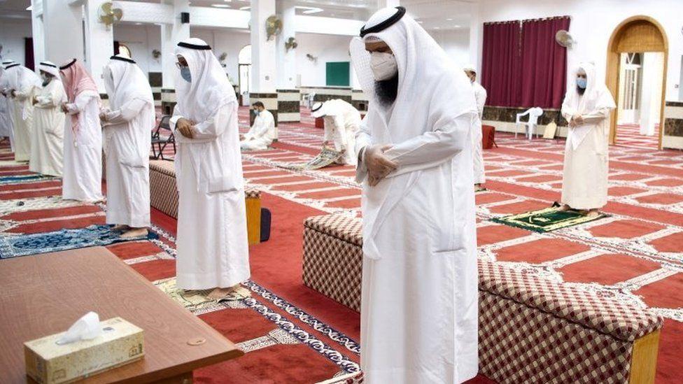 Muslims pray at a mosque in Kuwait City, Kuwait (10 June 2020)