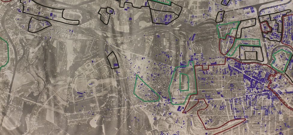 1943 aerial image of Berlin NW - Red outline = fully built up; Green outline = Residential 70 per cent – 40 per cent built up; Black outline = industrial areas
