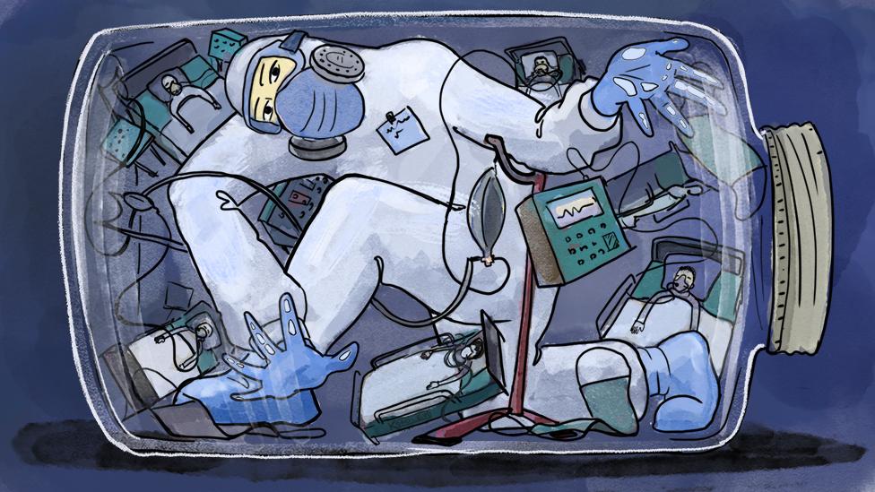 врач и пациенты в банке