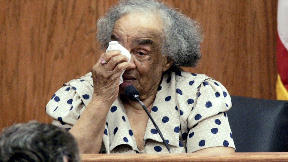 Fannie Lee Chaney wipes her eyes while testifying at trial in 2005