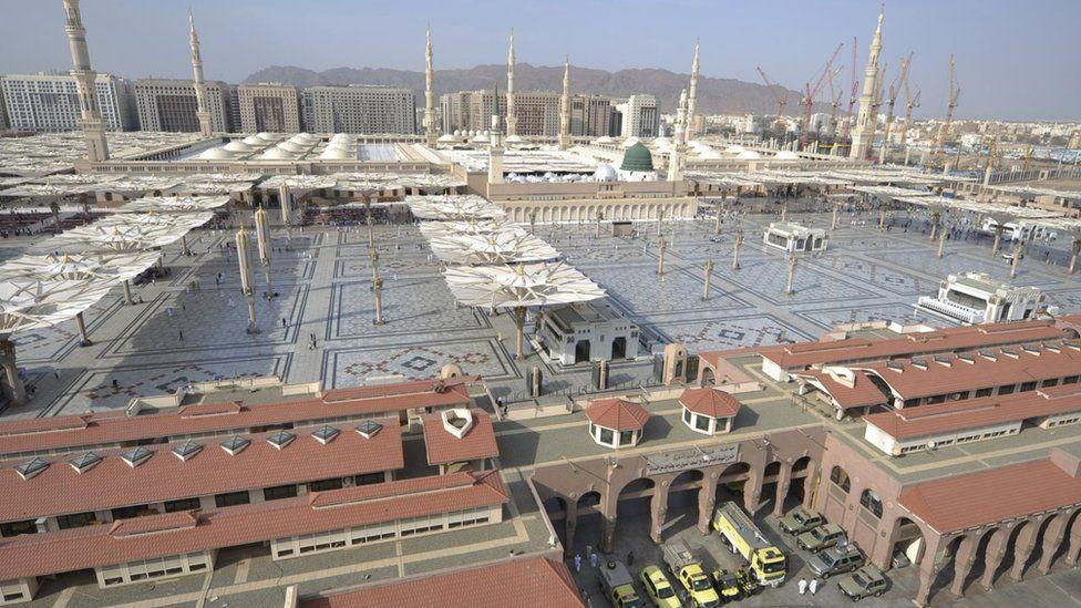 Masjid Nabi Muhammad Nabawi Di Madinah Tempat Suci Yang