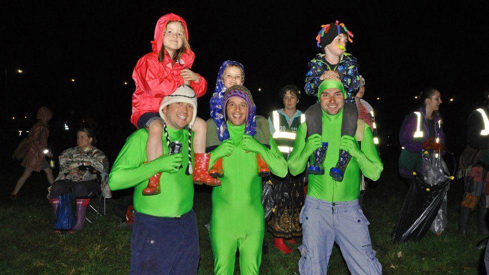 Amser pacio'r gwisgoedd i ffwrdd am flwyddyn arall: Gobeithio // Time to pack the Green Man uniform for another year :We hope