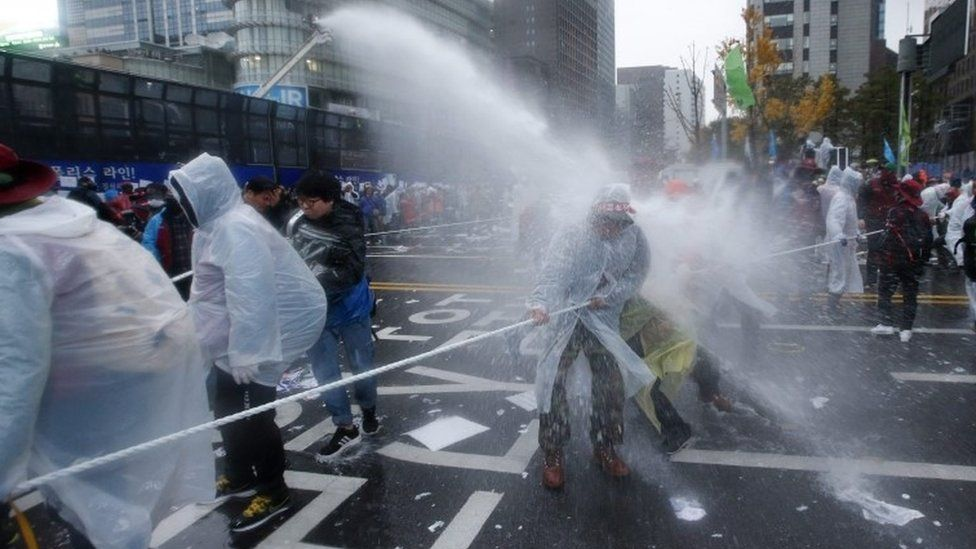 South Korean police uses water cannons against protesters in Seoul, 14 November 2015