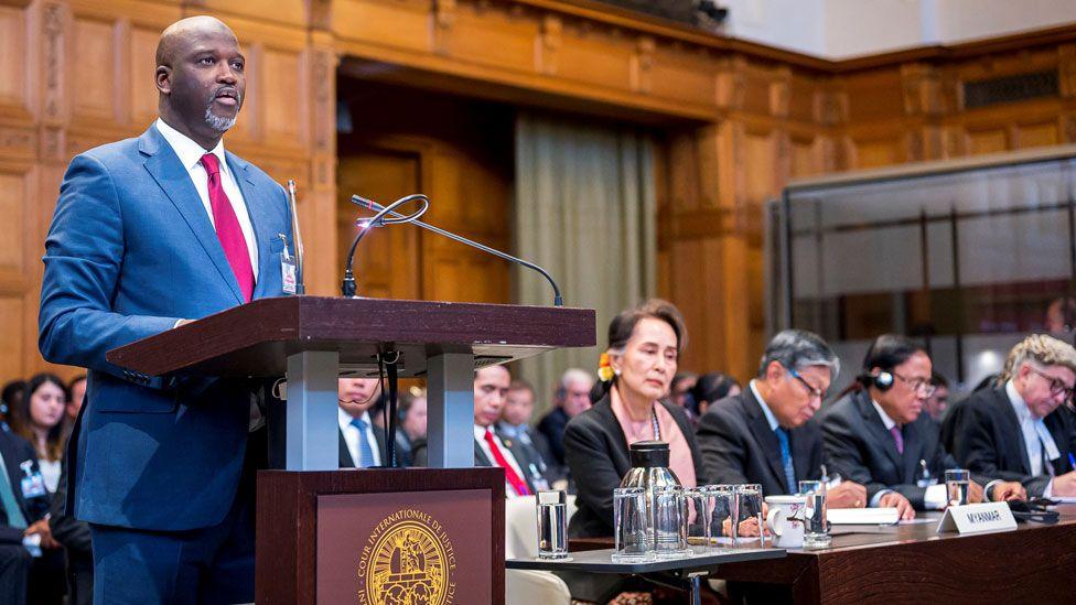 Abubacarr Tambadou assiste à l'application de la Convention pour la prévention et la répression du crime de génocide Audiences publiques sur les mesures provisoires demandées par la Gambie contre le Myanmar à la Cour internationale de justice de La Haye, Pays-Bas, le 10 décembre 2019.