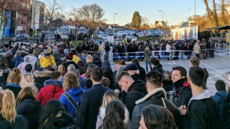 Redhill crowds