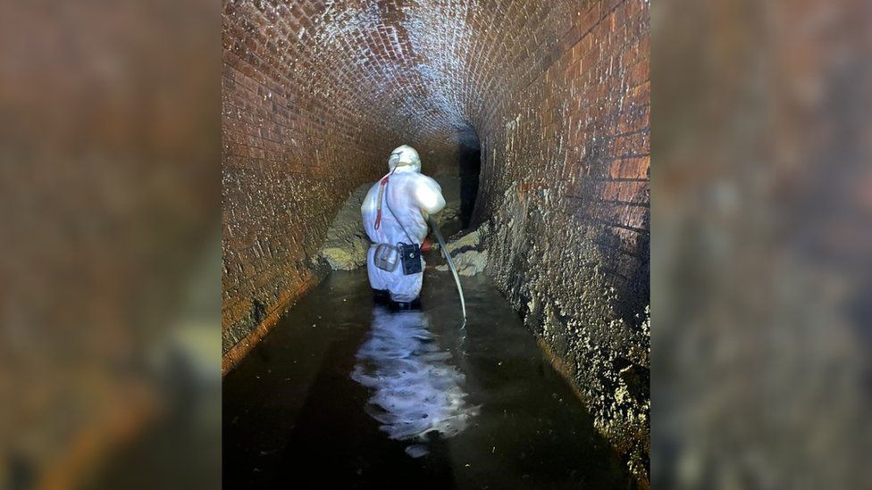 Engineers shifting fatberg
