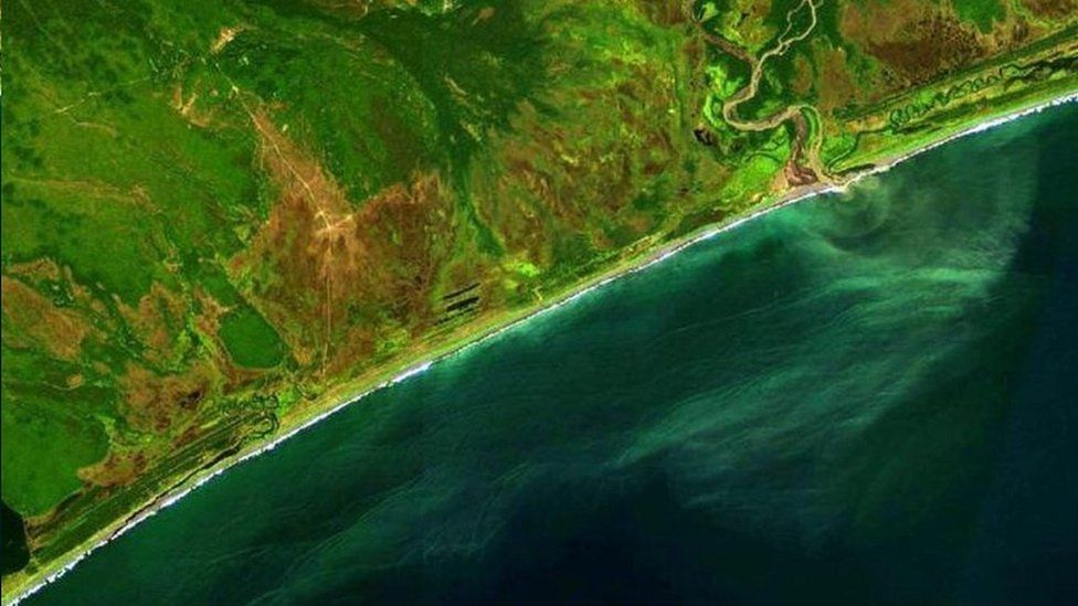 Aerial view of Kamchatka coastal section (yola_la/Instagram)
