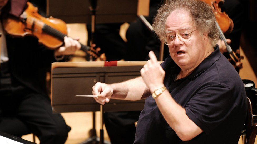 US conductor James Levine conducts the Boston Symphony Orchestra in Paris in 2007