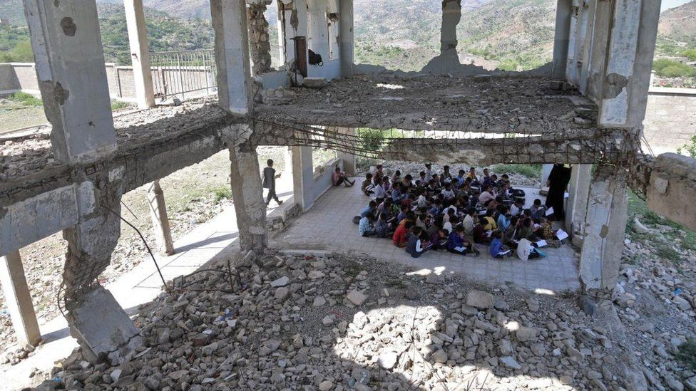Yemeni pupils attend class on the first day of the new academic year, in a makeshift classroom in their school compound which was heavily damaged in the fighting between the government and Iran-backed Huthi rebels, in the country's third-city of Taez on October 7, 2020.
