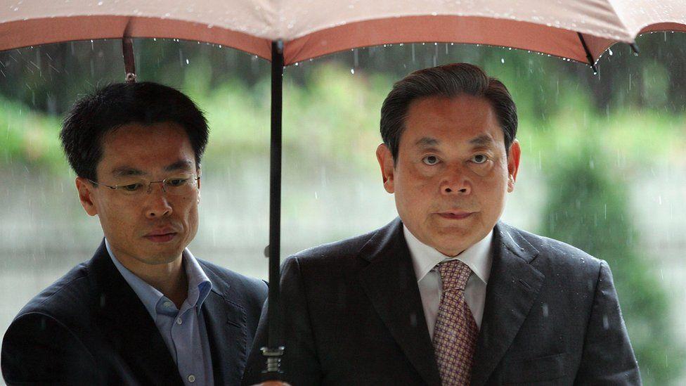 La familia multimillonaria detrás de Samsung, el mayor (y más atribulado) fabricante de teléfonos del mundo