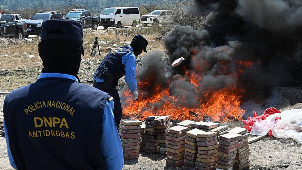 Agents of the Honduran Antidrugs National Police take part on the incineration of cocaine in Tegucigalpa, on 15 February