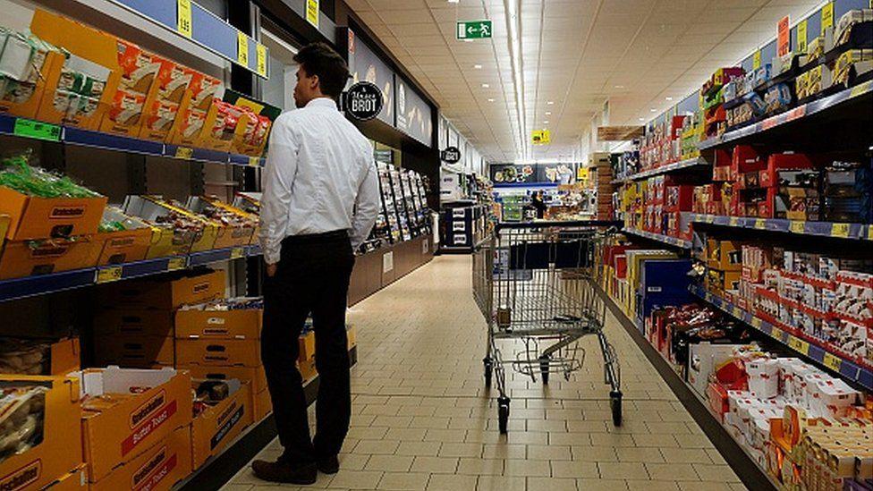 Shopper in Lidl