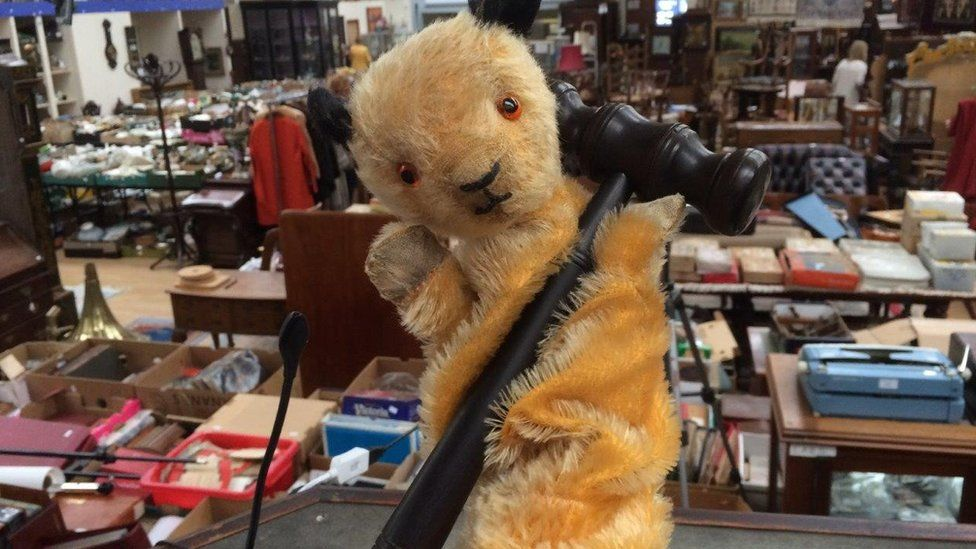 Sooty puppet