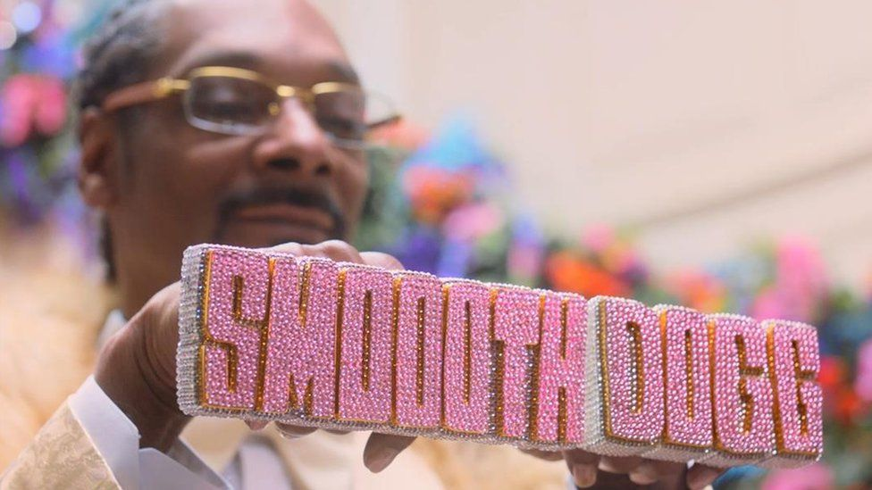 Rapper Snoop Dogg appearing in a Klarna advert
